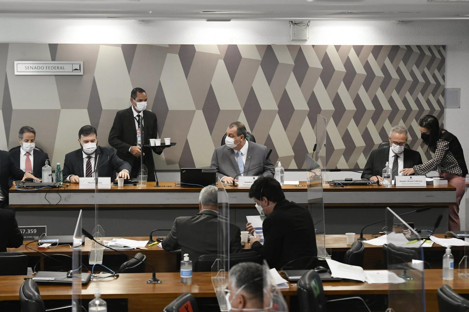 CPI aponta contradições após Blanco negar que negociou vacinas com Ministério