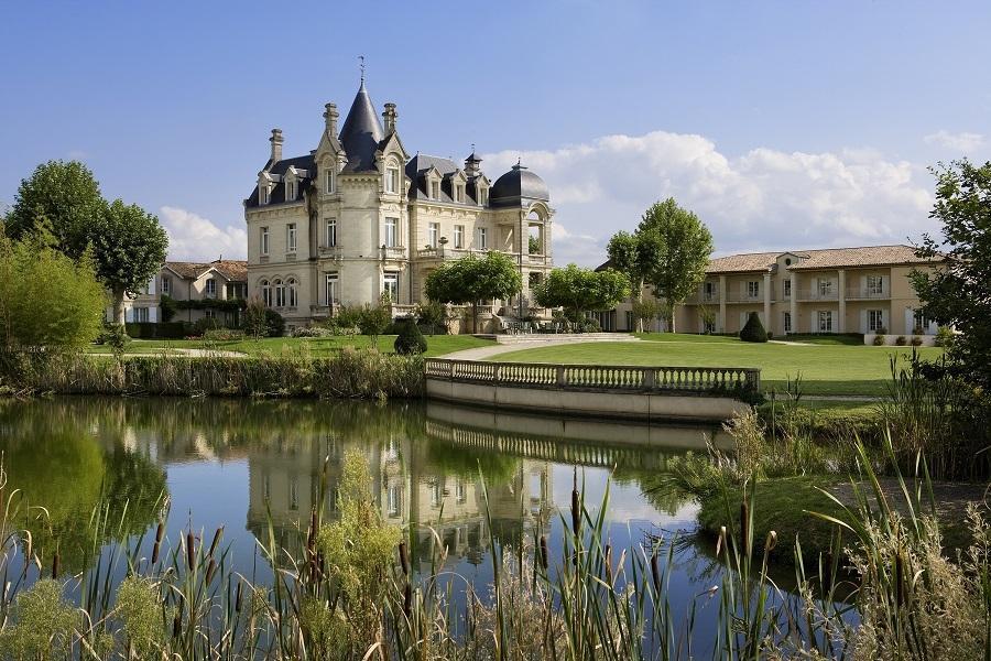 Famosa pelos vinhos, Saint-Émilion encanta quem vai à França