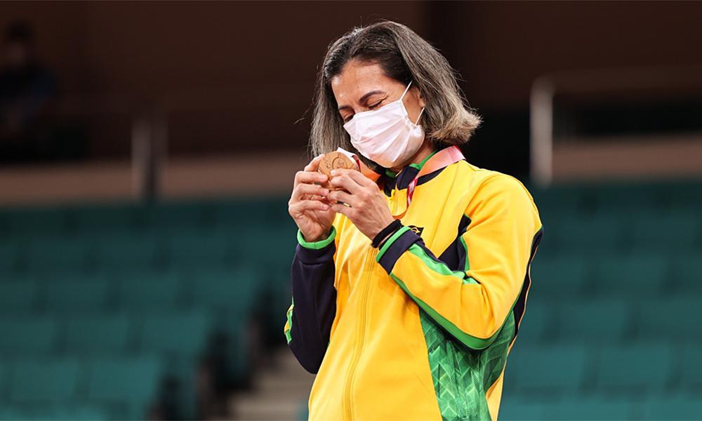 Lúcia Araújo é bronze e conquista 1ª medalha do judô brasileiro na Paralimpíada