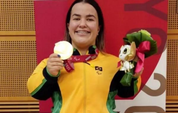Mariana D'Andrea leva ouro inédito no halterofilismo nas Paralimpíadas