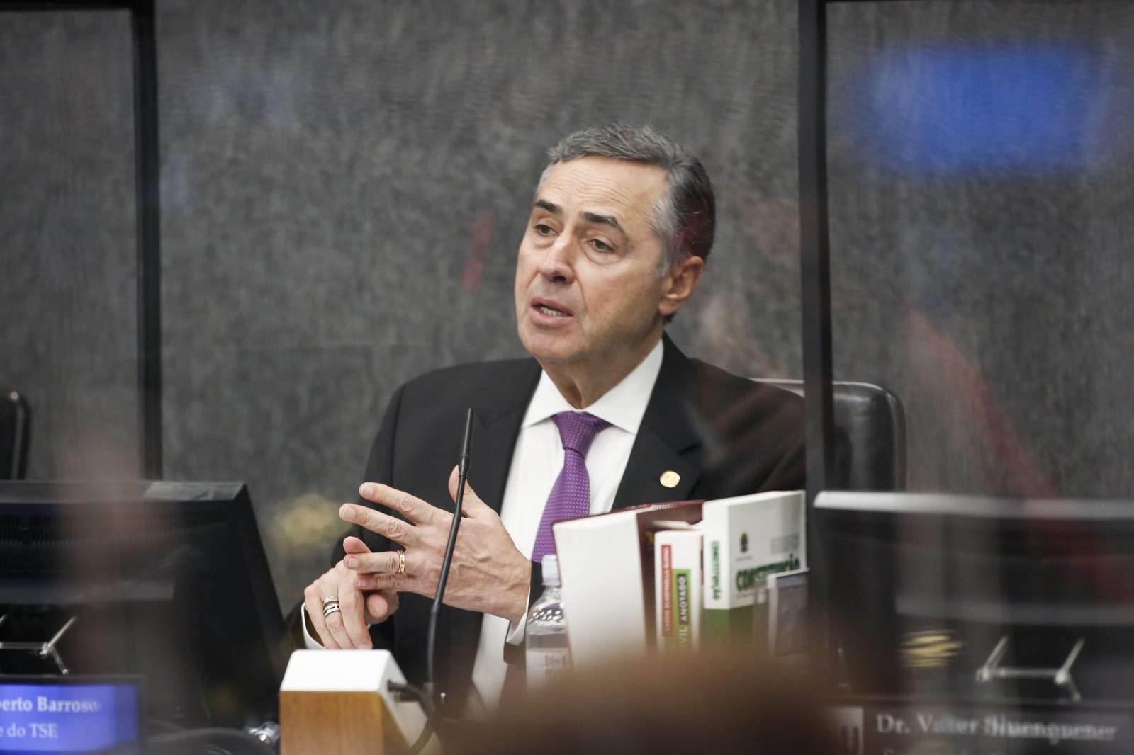 Para juristas, ações do TSE podem tirar presidente da eleição