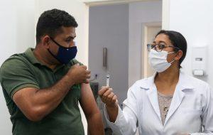 Brasil tem 36,47% da população completamente imunizada contra o coronavírus