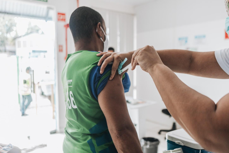 Brasil tem 38,05% da população totalmente vacinada contra o coronavírus