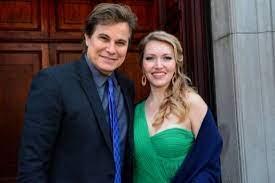 Edson Celulari e Karin Roepke anunciam gravidez: 'Te amamos, filha'