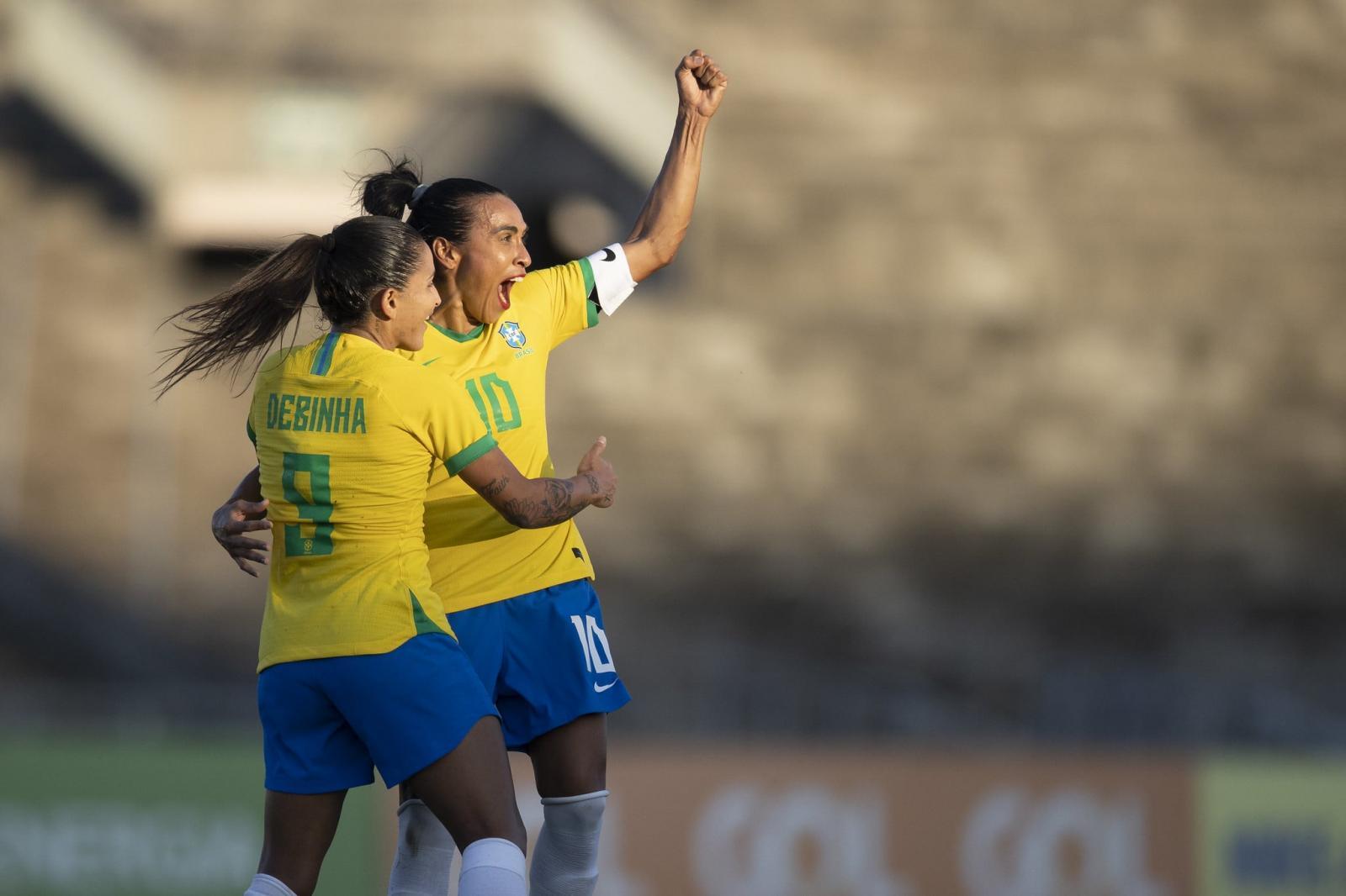 Em nova posição, Marta brilha e seleção goleia Argentina em João Pessoa