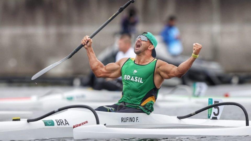 Fernando Rufino domina os 200m da canoagem e leva o ouro nos Jogos Paralímpicos
