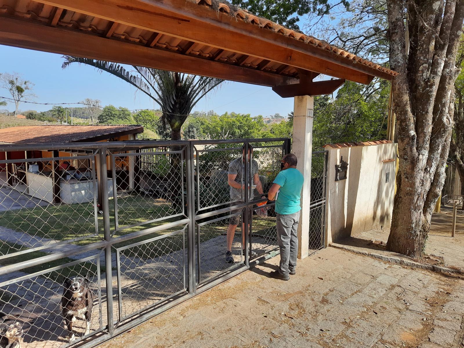 Moradores do bairro Monte Verde recebem esclarecimentos sobre descarte de lixo
