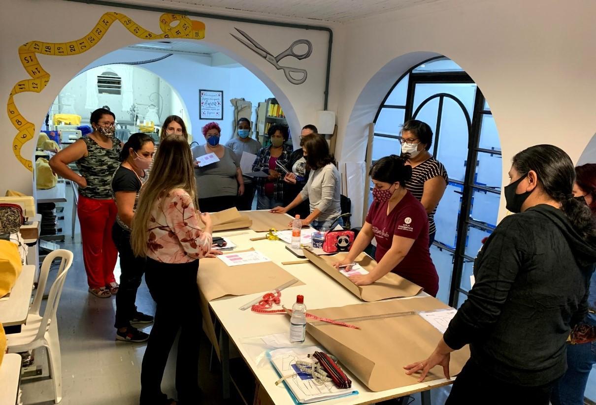 Oficina Retalhos do Coração oferece cursos de costura e artesanato