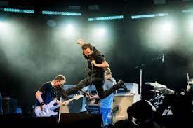 Pearl Jam volta a fazer shows e traz o guitarrista Josh Klinghoffer