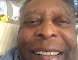 Pelé passa a noite em UTI e retorna para o quarto do Hospital Albert Einstein
