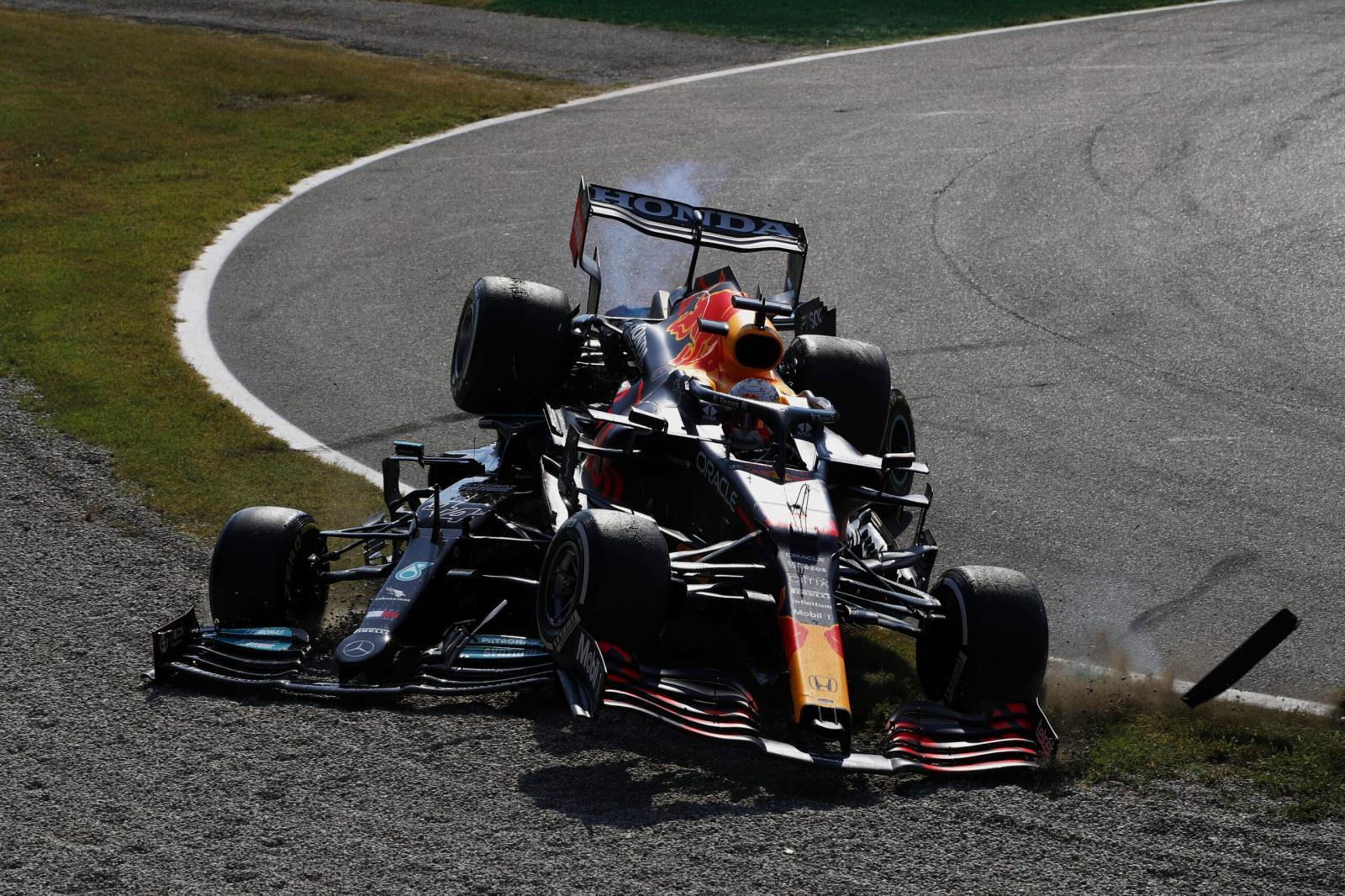 Verstappen é punido por acidente com Hamilton e perde posições no grid na Rússia