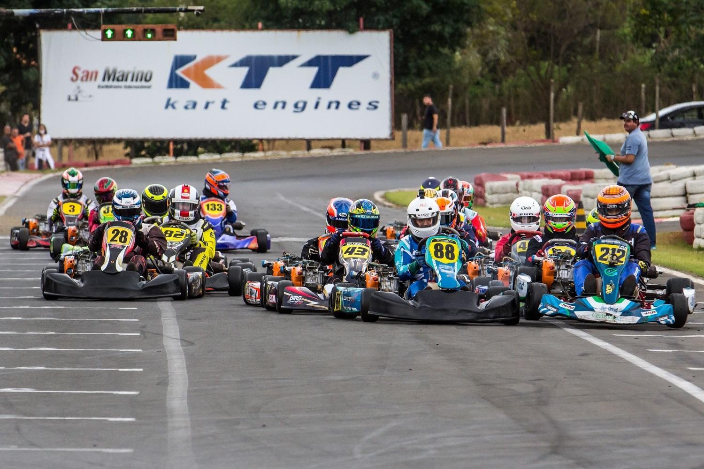 8ª etapa da Copa F-Racers de Kart foi palco de disputas emocionantes