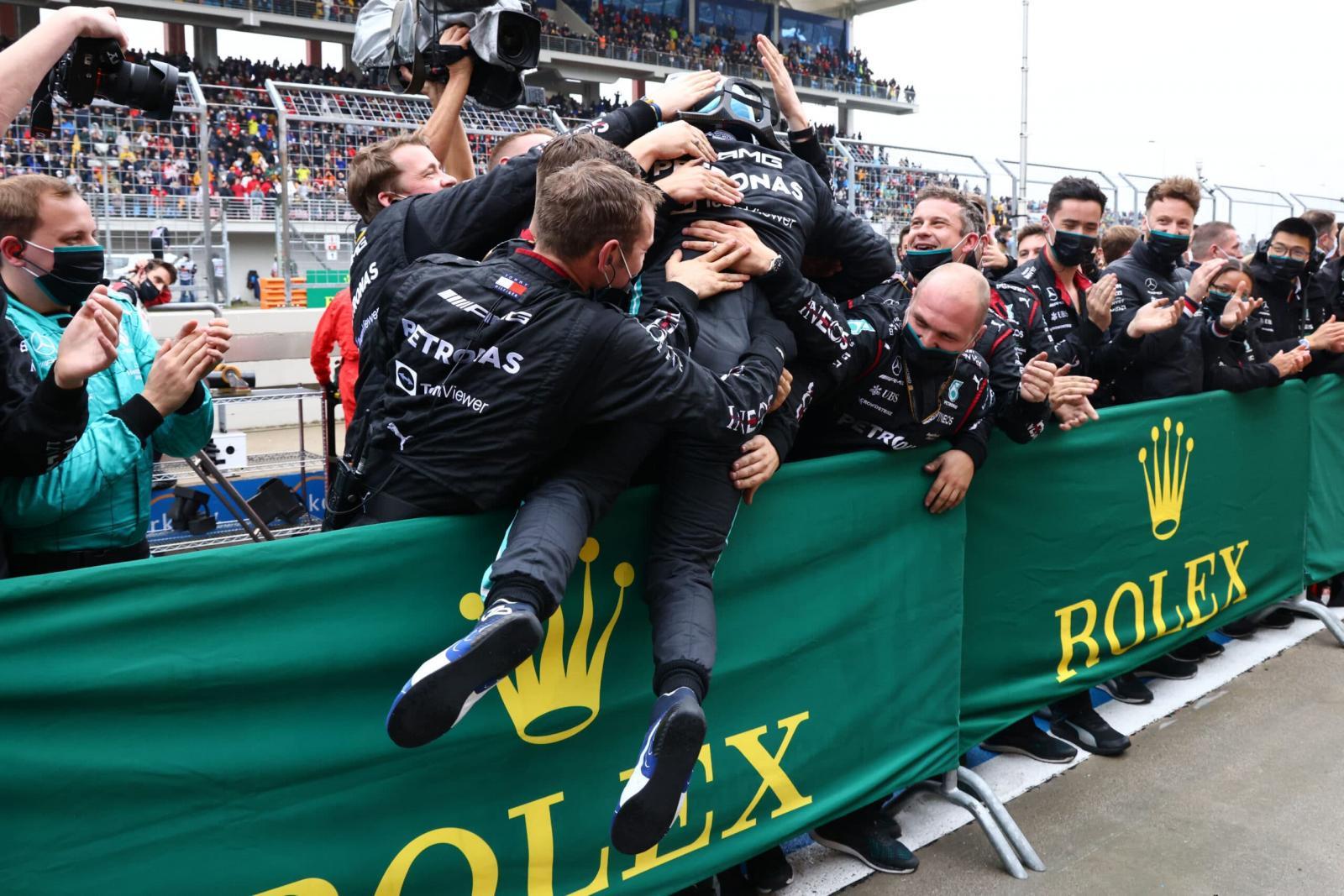 Bottas vence na Turquia, Verstappen fica em 2º e retoma liderança na Fórmula 1