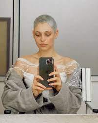 Daniela Melchior aparece como 'alienígena' e desperta curiosidade dos fãs