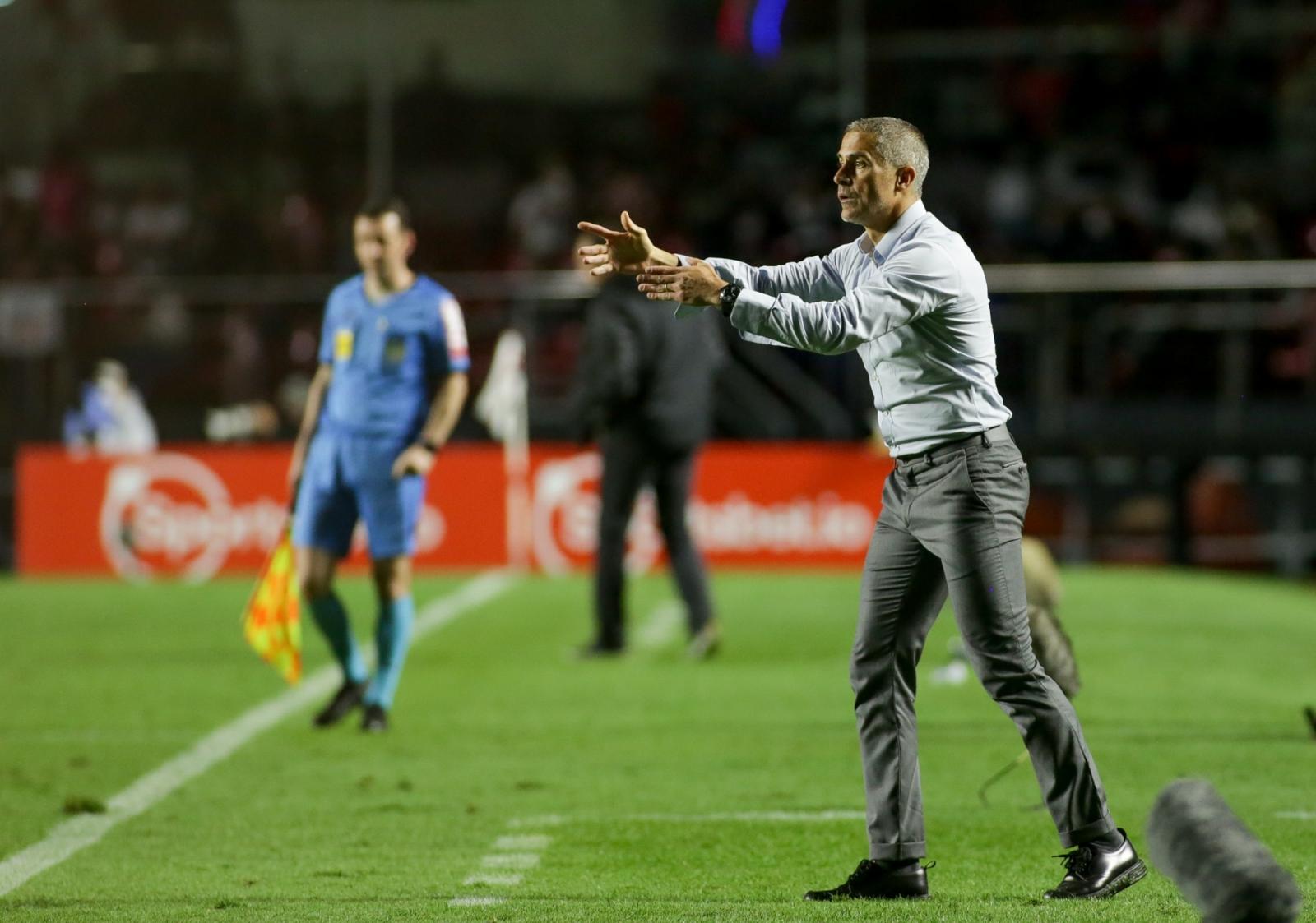 Gaviões exige saídas de Sylvinho e Roberto de Andrade do Corinthians após derrota