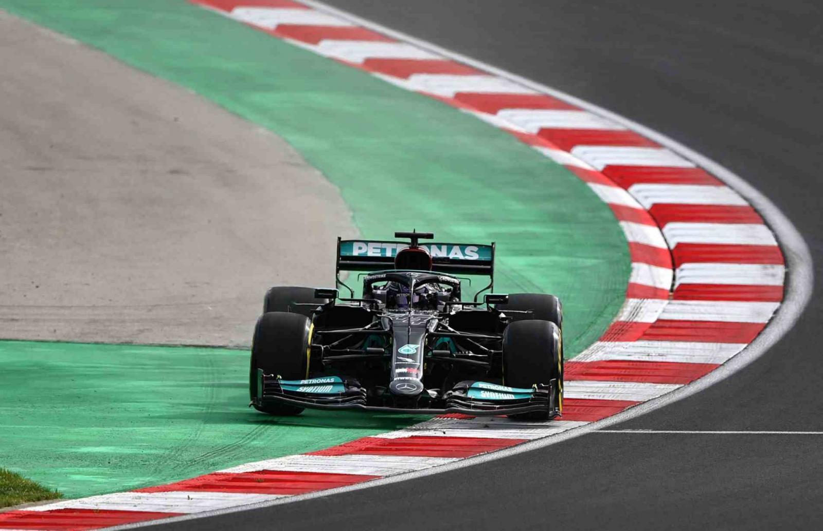 Hamilton lidera na Turquia e termina como o mais rápido do dia; Verstappen é 5º