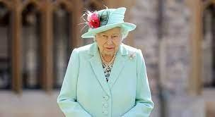 Rainha Elizabeth é proibida de beber todos os dias por médicos