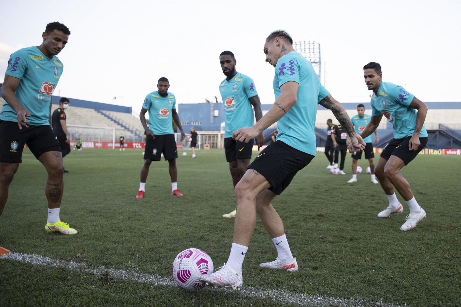 Tite treina seleção com Raphinha no lugar de Gabriel e mudanças na defesa