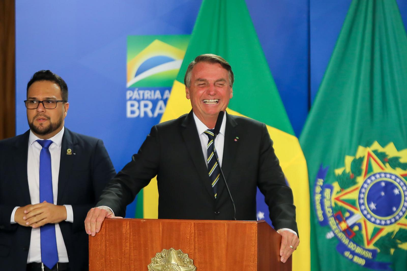 'Vagabundo é elogio para ele', diz Bolsonaro sobre Renan Calheiros